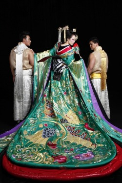 embroideredragons:  guo pei fall/winter 2010/2011 ready to wear