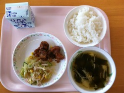 Today's school lunch: rice, sweet and sour ginger pork, konnyaku salad, and seaweed, bamboo shoot, and tofu soup. The konnyaku salad had a slight sesame oil sauce that made it taste like a Chinese jellyfish dish.