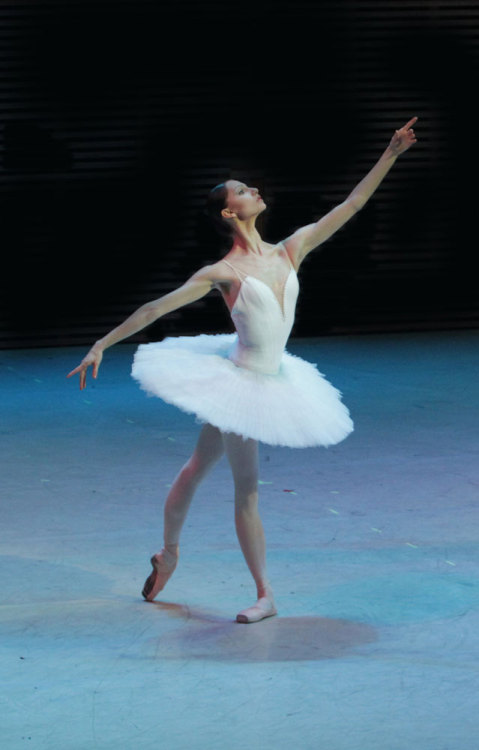 loverussianballet:  Oksana Skorik proud and tall in La Bayadère. © Natasha Razina