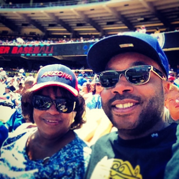 #mothersday #baseball (at Dodger Stadium)