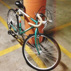 Back in business. @vnecktee #missedmybike #bicycle #road #bike #peugeot #teal #orange #white #yellow #cycling #beinggreen (at Costa Verde)