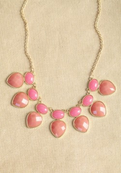 The perfect pop of pink, our Sweet Like Candy Necklace is sure to sweeten up your outfit.