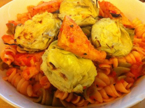 Tomato pasta with tofu and artichokes (Home meal)