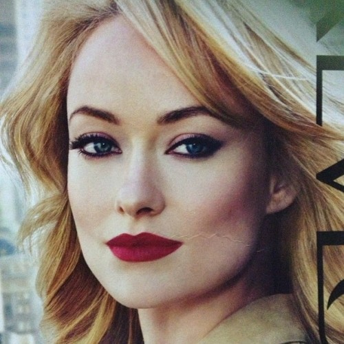 Meanwhile, Olivia Wilde for Revlon lipstick. That lips OMG. 😍