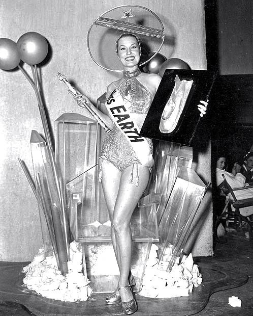 bobbysockss:  herekitty:  Miss Earth contest, 1952  Dying
