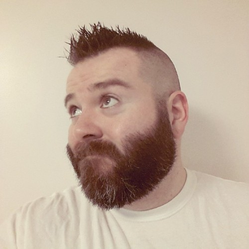 snoggamatic:  I wish my beard was as thick and luxurious as @asguardianprime 's  Seriously though…yum
