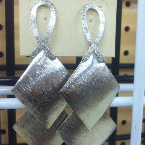 I just added this to my closet on Poshmark: Earrings. (http://bit.ly/16HLthK) #poshmark #fashion #shopping #shopmycloset