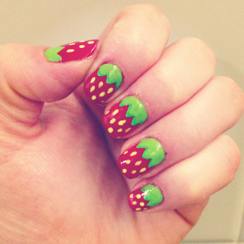 Giant Thanks 2 @GetFitWithF00D @CandiedLemons 4 hand painting strawberries on my nails!! every time i pay for something the cashiers pay me BIG complements :)
