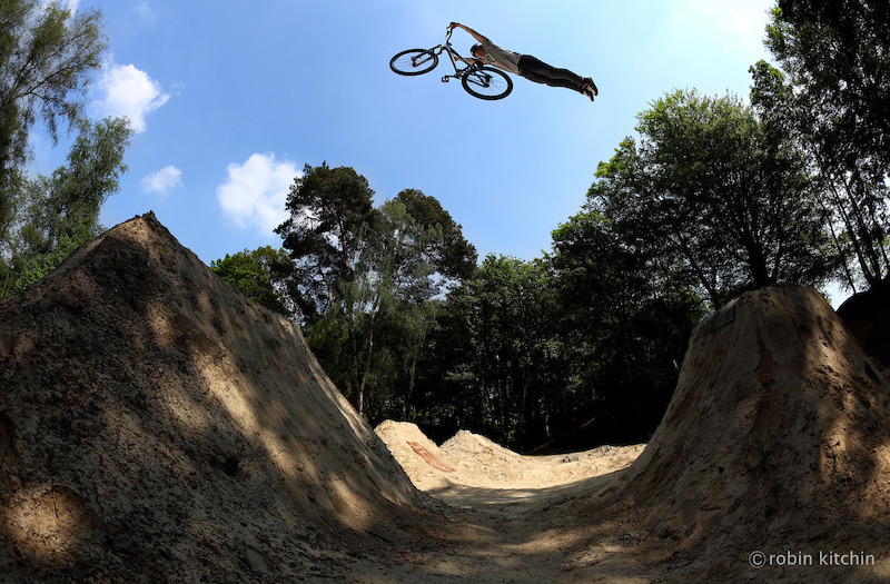 "senzabenza:  radical-at-best:  Superman!  http://www.pinkbike.com/photo/9262598/  Senza benza ! _______________________________ Ruote LatinaRuote Italia Il portale ospita aziende, uomini e piloti e vuol essere un luogo di incontro tra quanti vivono le ""ruote"", qualunque esse siano, con passione, consci del valore che l'invenzione della ruota ha rappresentato per l'umanità tutta. Seguiteci con attenzione, non ve ne pentirete. Wheels Latina      Wheels  Italy The portal hosts companies, pilots and men and wishes to become a meeting place between those who live the ""wheels"", whatever they are, with passion, conscious of the value that the invention of the wheel has been for all of humanity. Follow carefully, you will not regret. Please Follow: http://www.ruotelatina.com ruotelatina@gmail.com Guarda tutti i Blog _______________________________ Ruote LatinaRuote Italia Il portale ospita aziende, uomini e piloti e vuol essere un luogo di incontro tra quanti vivono le ""ruote"", qualunque esse siano, con passione, consci del valore che l'invenzione della ruota ha rappresentato per l'umanità tutta. Seguiteci con attenzione, non ve ne pentirete. Wheels Latina      Wheels  Italy The portal hosts companies, pilots and men and wishes to become a meeting place between those who live the ""wheels"", whatever they are, with passion, conscious of the value that the invention of the wheel has been for all of humanity. Follow carefully, you will not regret. Please Follow: http://www.ruotelatina.com"