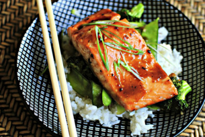 prettygirlfood:  Honey-Teriyaki Glazed Salmon with Stir-Fry Veggies INGREDIENTS (serves 4): 4 {4 ounce} pieces of Fresh Salmon 3 tablespoons Oyster Sauce 2 tablespoons Teriyaki Sauce 2 tablespoons Honey 1 tablespoon Sesame Oil 2 cloves Fresh Garlic, minced 1 tablespoon minced Fresh Ginger 2 whole Baby Bok Choy, core trimmed and roughly chopped 1 small head of Broccoli, florets trimmed 1 cup Snow Peas Cooked Rice, for serving DIRECTIONS: Preheat your oven to 400 degrees and spray a non-stick sheet pan with olive oil and place the salmon on the sheet pan. Mix together the oyster sauce, teriyaki sauce and honey in a small bowl and divide it in half. Glaze the salmon with one half of the glaze and place it in the preheated oven for 8-10 minutes Heat a large skillet or wok over medium-high heat. Add in a tablespoon of sesame oil and a half tablespoon of another light oil {grapeseed}, add in garlic and ginger and stir for one minute. Add in the broccoli and the snow peas and cook for three minutes. Next add in the chopped baby bok choy and cook for a minute or two. Add in the reserved glaze and cook for two minutes more. Remove the salmon from the oven. Fill a bowl with rice, and top that with the veggies and glazed salmon.