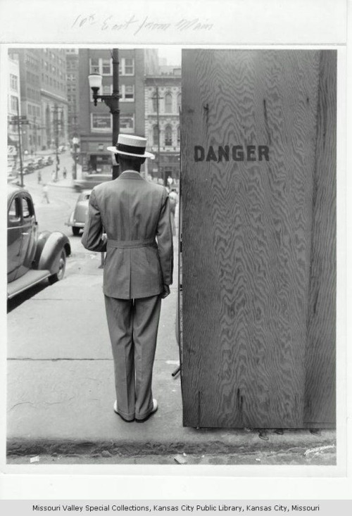indypendent-thinking:  Dapper and dangerous. Kansas City, 1941