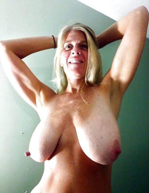 бесплатное фото женщин с обвисшей грудью