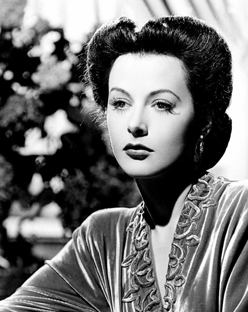 moronicalake:  Hedy Lamarr in Crossroads (1942)