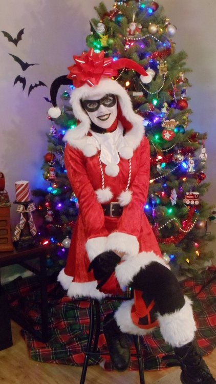 comicbookcosplay:  Christmas Harley