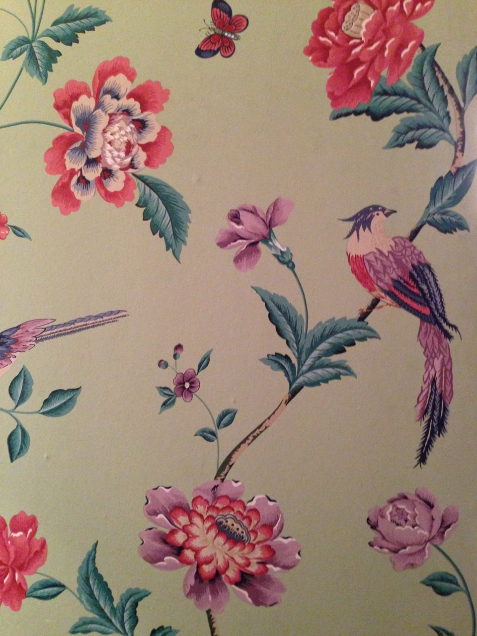 Beautiful wallpaper at my friend Tiago & Sofia's new house. I really like the peaceful mix of pastel colors here.