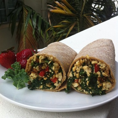 Today's #breakfast! ☺ Scrambled Tofu & Tempeh Wrap w/ Red Peppers and Kale 🍃🍴#vegan #food #vegansofig #vegetarian #whatveganseat #kale  (at Miami Beach)
