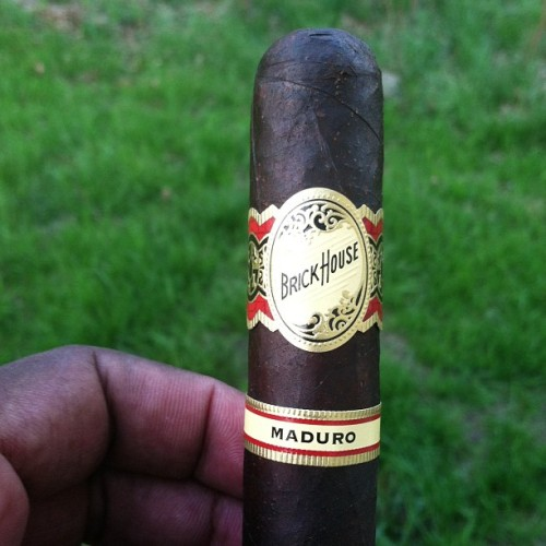 blkdommale:  #cigars #cigarlife Sunday evening down time.