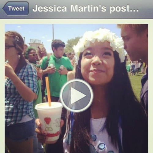 Saw Jessica's tweet. Omg, this is the cutest picture of @themonalisasmiles…until you see the guy in the back touching his boobs