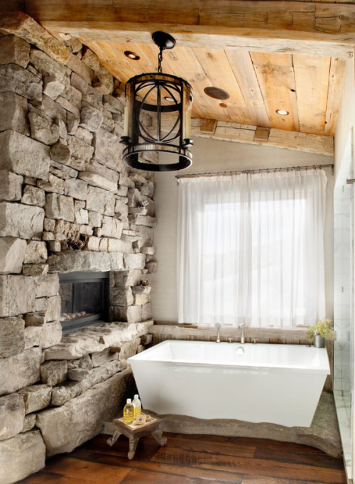 rustic and cozy bathroom