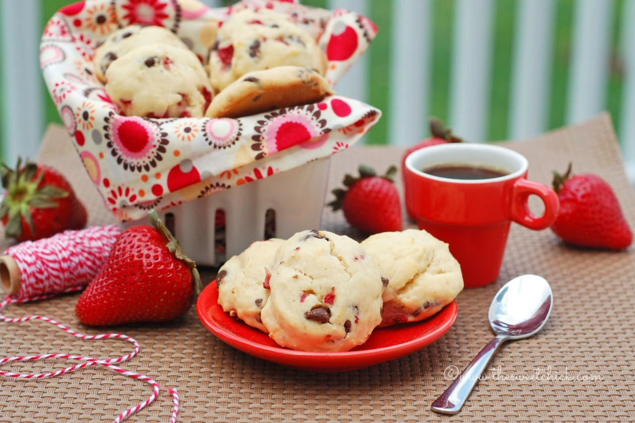 bakeddd:  mini maple strawberry chocolate chip scones click here for recipe
