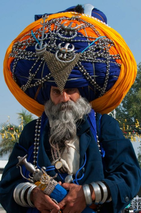 ethnotraveler:  Sikh man at the Golden Temple in Amritsar, India. Length of his turban? 200 meters.  Photograph by Aaron Goccia