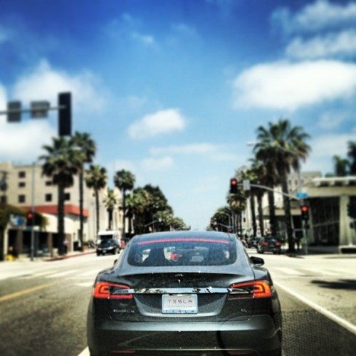 Tesla in the wild. #nicewheels #santamonica #gorgeousday (at Wilshire Blvd And Lincoln)