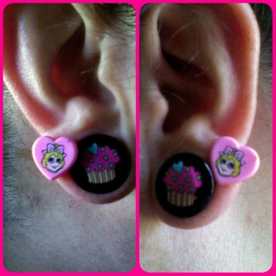 have i ever mentioned how much i love #misspiggy ? #earrings #hearts #misspiggyearrings #plugs #cupcakeplugs #fiveeighths #black #pink #girlswithplugs #girlswithstretchedears #prettyinpink #pretty #girly