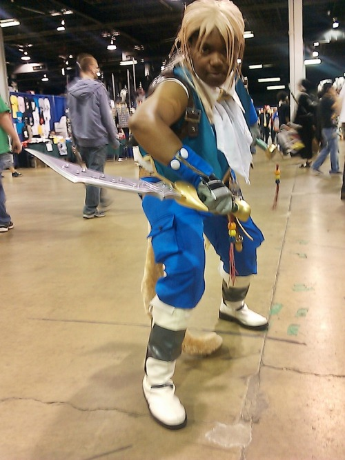 Well time to do a Throwback Thursday moment. So, this is me as Dissidia Version of Zidane which I debuted at Acen 2011 and I really love how this cosplay turned out and got some great photos too. Also this photo was taken by Ejen of Cosplay In America. I really need to fix up everything for this cosplay and get a new wig as well.
