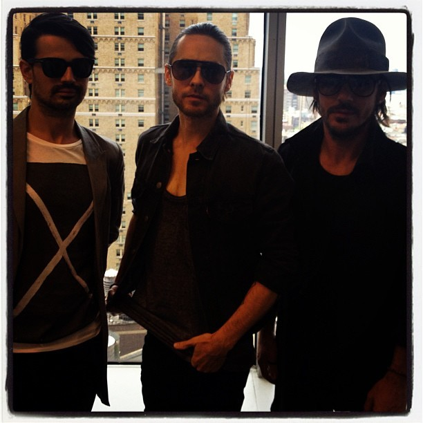 30 Seconds to Mars - They're here! Our chat with @30SecondsToMars starts right now:   #askMARS