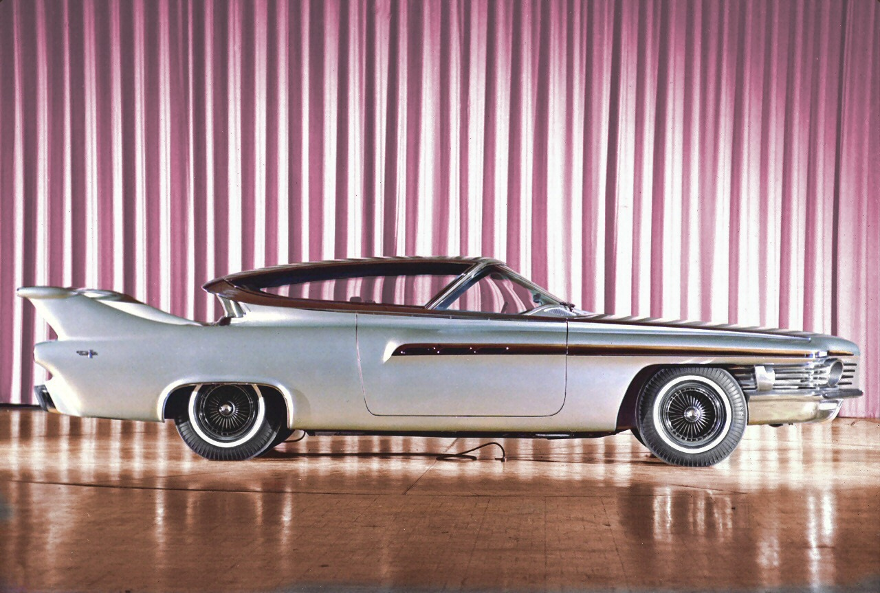"midcenturymodernfreak:  1961 Chrysler 'TurboFlite' was the company's showcar which featured their latest gas turbine engine, ""CR2A"" - Via: 1 
