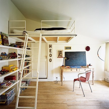 multifunctional room: bunk bed + vintage workspace (via S e a s e i g h t B l o g)