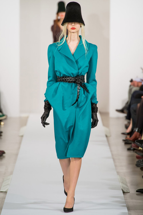 yourmothershouldknow:  Oscar de la Renta Autumn/Winter 2013 New York Fashion Week
