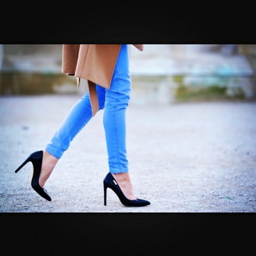 Can't wait for #winter to get here!! #hurryup #bluejeans #trench #blackheels