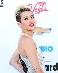 beingmiley:  Miley Cyrus at the Billboard Music Awards