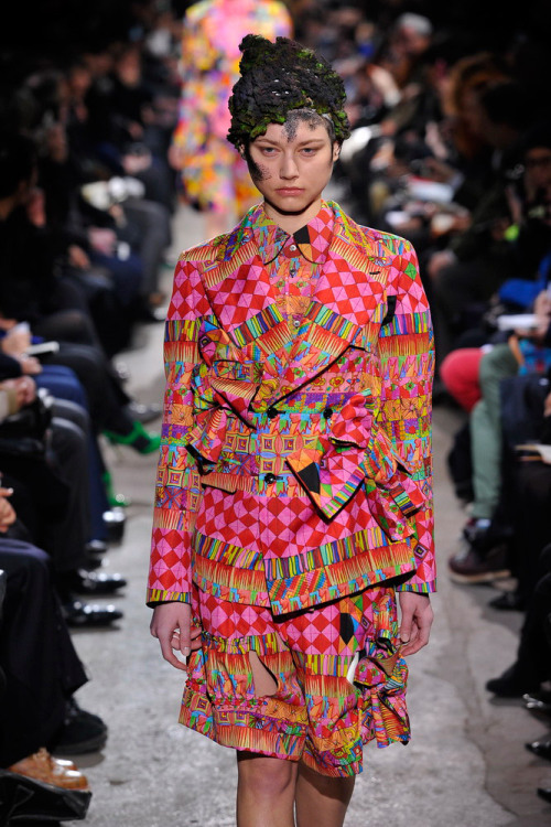 Amazing kaleidoscopic prints from #CommeDesGarçons @rei_kawakubot