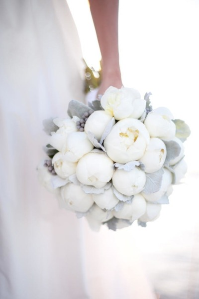 bridalsnob:  White Peonies Bouquet | photo by robyn thompson