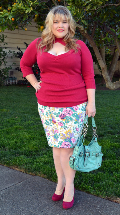 OOTD 2.21.13 - Plum Romance Sweater -Torrid (found at Goodwill) $3 Skirt - Made myself from a t-shirt. The tutorial on how I made it is here $3.99 Heels - Target $19 Bag - Jessica Simpson All of my previous OOTD posts can be seen here Fatshion February Day 21