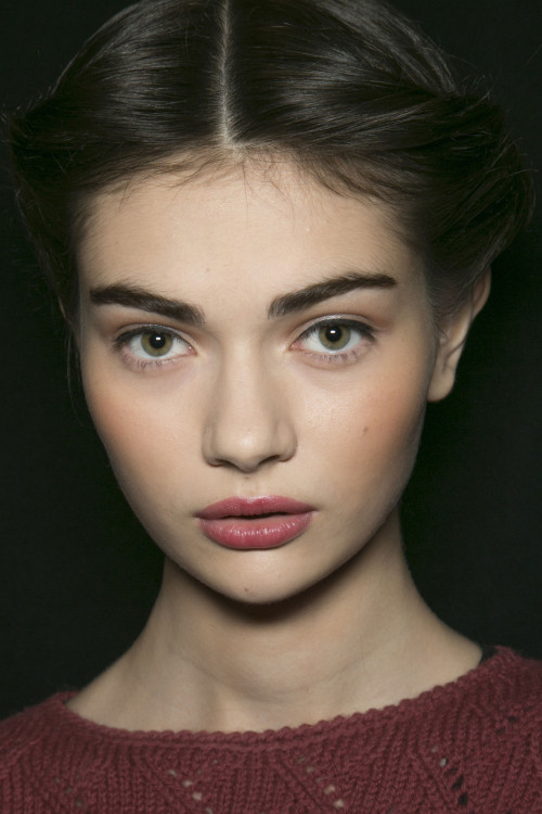 pansy-pants:  oncethingslookup:  Antonina Vasylchenko backstage at Carolina Herrera Fall 2013 RTW  well fuck