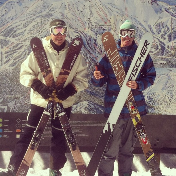 #skiing #ackwardfamilyphotos my brothers being cheesy  (at Outpost Cafe)