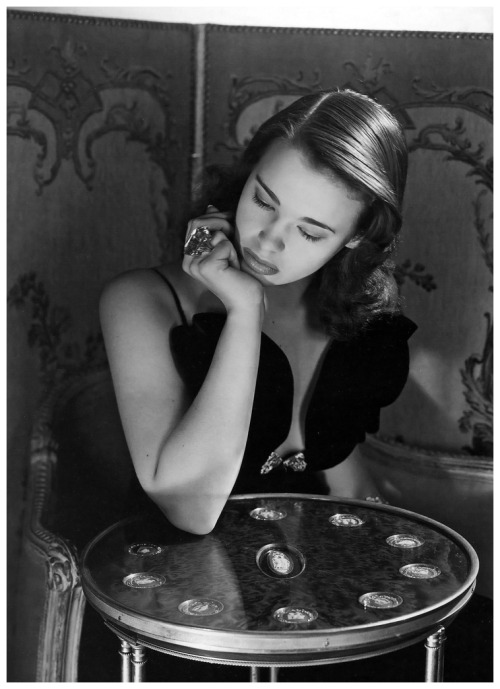whataboutbobbed:  Gloria Vanderbilt age 17, photo by Horst P Horst, New York 1941