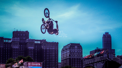 ladytmarie:  Chicago BMX bike tour(image by TMarie)