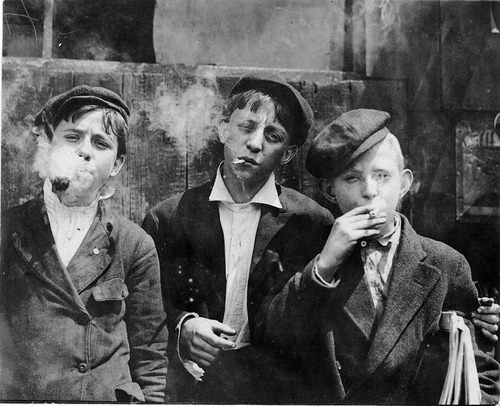 sinuses:  Newsies at Skeeter Branch. St. Louis, 1910.  Photo: Lewis W. Hine