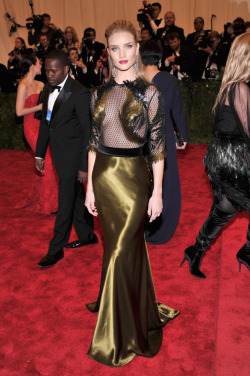 mainaddiction:  Rosie Huntington-Whitely at the Met Gala 2013
