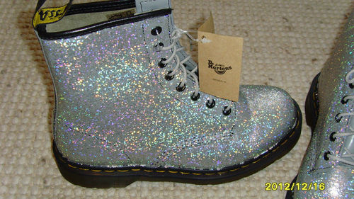 OMFG DIY Doc Martens ❤❤❤ on @weheartit.com - http://whrt.it/TQhmvq