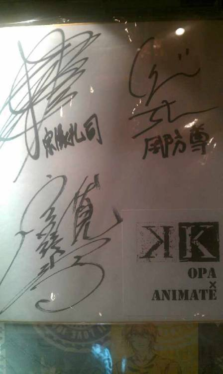 capioilla:  Signed by voice actors of Munakata Reisi (Sugita Tomokazu), Suoh Mikoto (Tsuda Kenjiro) and Fushimi Saruhiko (Miyano Mamoru) Provided by 交换_蹲等二期