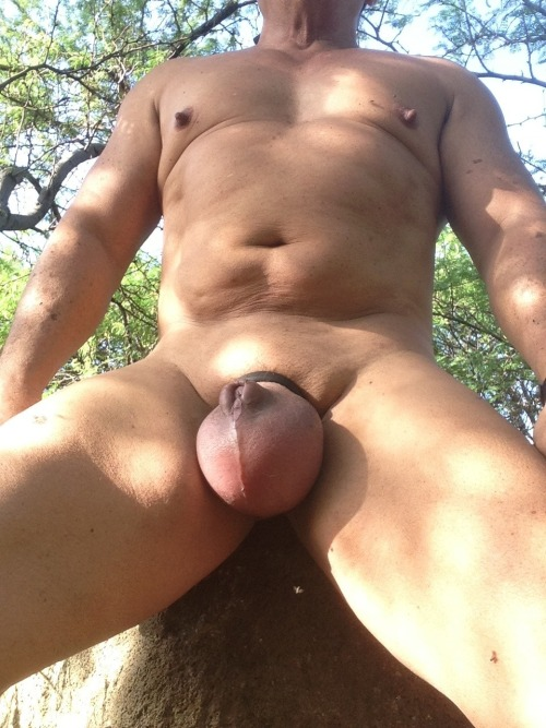 smoothmuscledad808:I'm a ballpumping addict. Are you one too? Please reblog freely. Thanks.