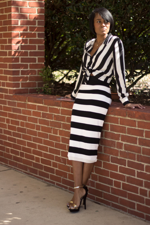 blackfashion:  F21 blouse // Lulu*s skirt // ShoeDazzle heels // Mnologie clutch  blog: http://www.thedaileigh.blogspot.com/
