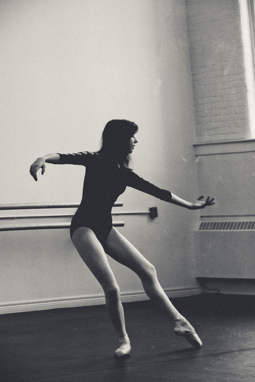 prima-ballet:  je veux respirer,je veux dancer,je veux VIVRE. | via Tumblr on We Heart It. http://weheartit.com/entry/59885300/via/poisonprincess