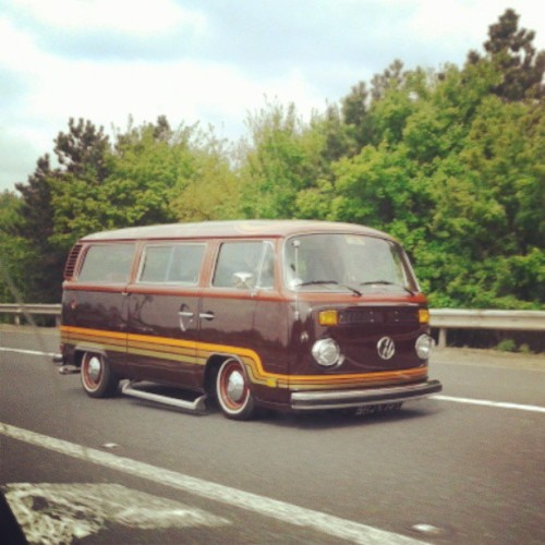 air-monkeys:  Rolling to apex #airmonkeys #Volkswagen #apexfestival #vintagevw #aircooled #baywindow