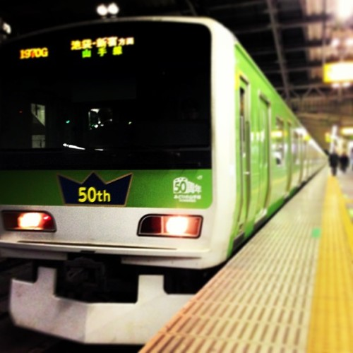 The fiftieth anniversary Yamanote-sen is so cute! #東京 #日本 #山手線 #かわいい  (at 田端駅 (Tabata Sta.))